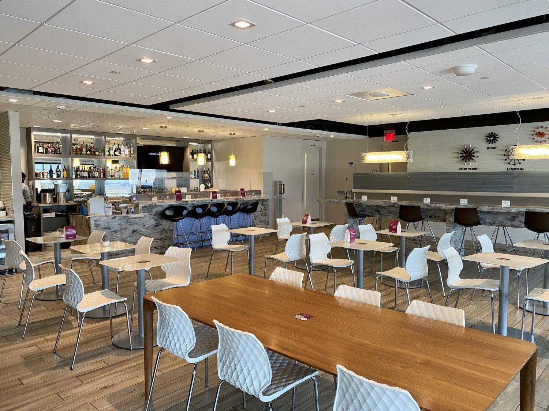 escape lounge MSP bar area