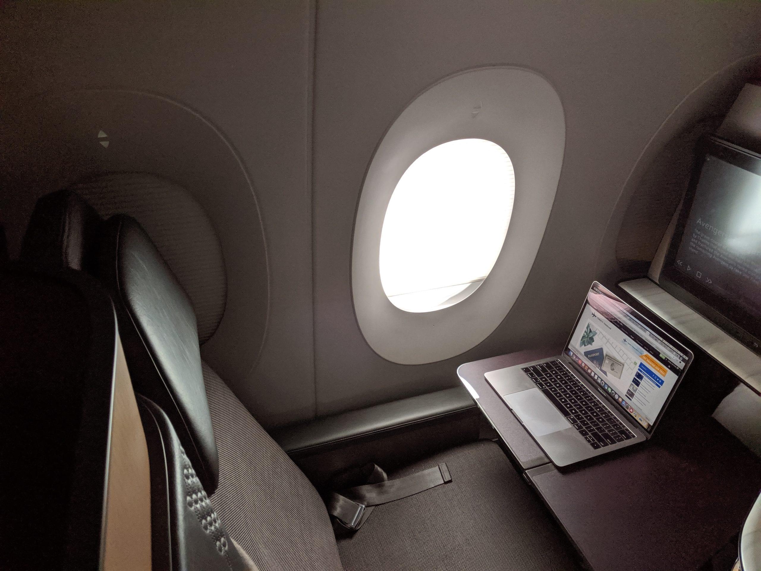 qatar airways qsuite desk