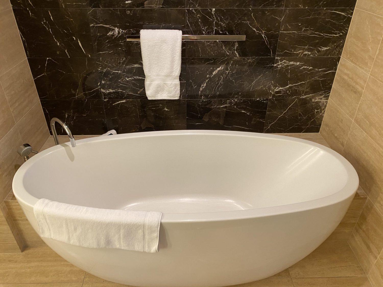 waldorf astoria las vegas bathtub