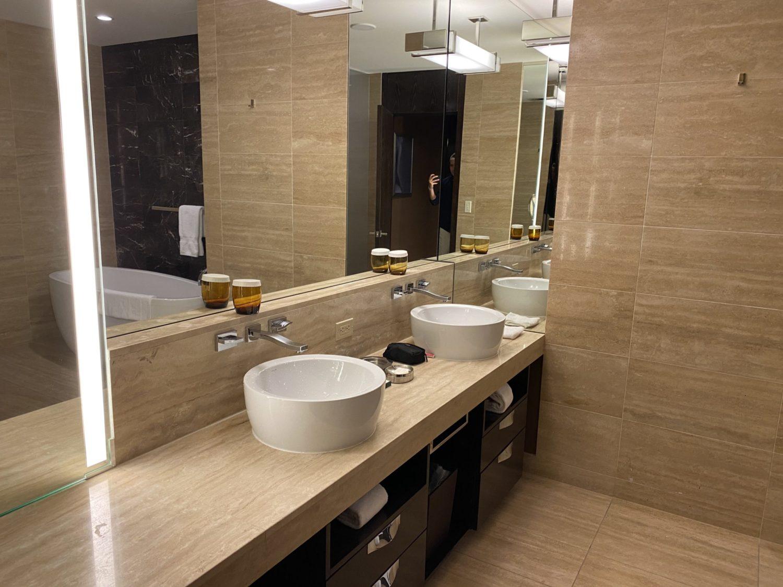 waldorf astoria las vegas bathroom